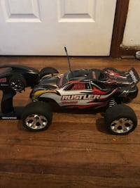 Traxxas Electric RC car for sale I'm on my way to Las Vegas and need to get rid of things that I really don't need  Wichita, 67207