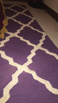 5 by 8, good condition purple and white rug, needs to be vacuumed, pick up only Washington, 20012