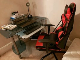 Sturdy desk w/chair