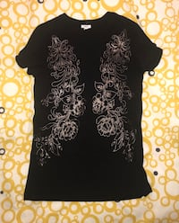 Ladies Medium Tshirt  Toronto, M8Y 3L7