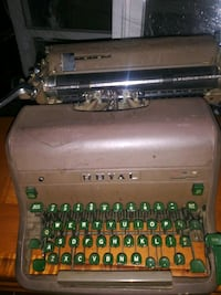 Royal vintage typewriter excellent condition