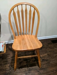 2 solid wood chairs Alexandria, 22304