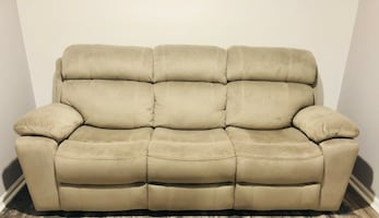 Power Recliner sofa with power head recliner!