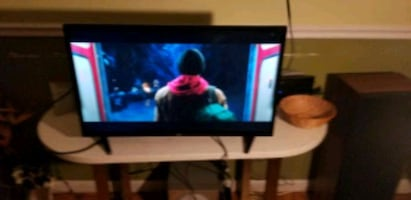 Used 32INCH ONN LED FLATSCREEN TV WORKS GREAT WITH GIFT SERIOUS BUYER