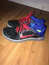 Nike shoes size 10 men  Vancouver, V5M 2A9