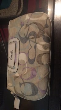 White and pink floral print wallet Surrey, V3X