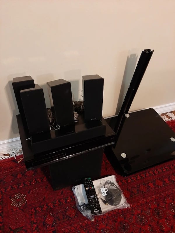 Sony soundsystem and Dvd Blueray player with wall mount 7a5d4c42-fa06-4723-8c30-0975aa2cc1ce