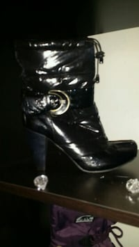 Boots size 9 fits like a 7