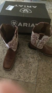 Brand new ariat size 8