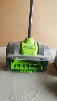Greenworks Pro Rechargeable snow shovel with 80 vo