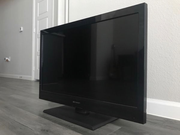 Emerson 40 inch flat screen tv (GOOD AS NEW, PERFECT CONDITION)