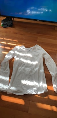white and black crew neck long sleeve shirt Chantilly, 20152