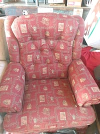 Very nice Lazyboy Loveseat and recliner