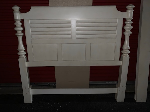 Havertys solid wood white vintage bed frame with running boards and box spring e11879b0-8643-471c-8695-cab638cc74cc