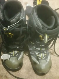 pair of black-and-gray boots Edmonton, T5R 1H8