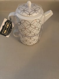 COCO+LOLA WHITE BONE CHINA METALLIC GOLD TRIM TEA,COFFEE POT FOR ONE Toronto, M1S 2B2