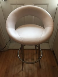 white leather padded rolling chair Montréal, H2K