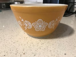 Vintage Pyrex. small butterfly gold mixing bowl