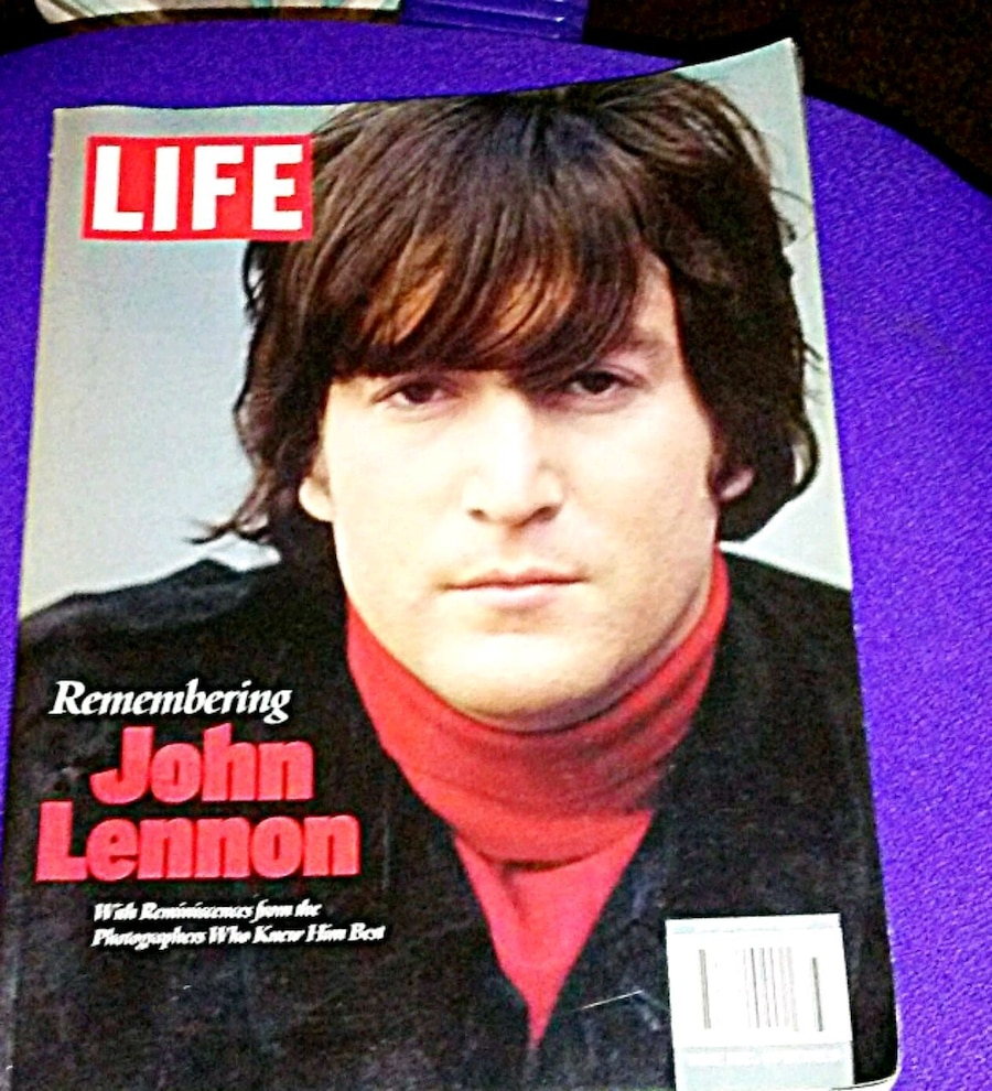 Photo Highly collectible john lennon life edition