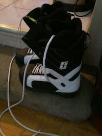 New forum snowboard boot man size 9 US.