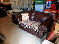 Leather Couch ( Burgany) Kirkfield, K0M 2B0