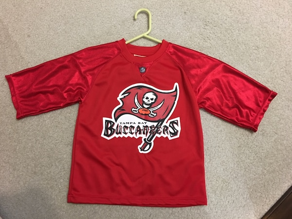 official photos f303b 0eb3d Tampa Bay buccaneers football jersey. Youth size 6