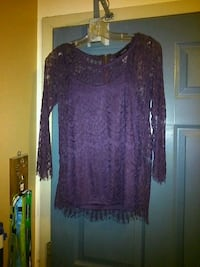 Women's top size small London, N5W 2Y8