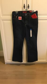 Gloria Vanderbilt jeans. New. Size 14 (petite) medium  Tags on.