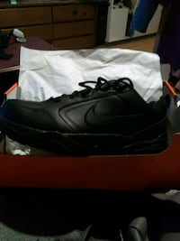 unpaired black Nike low-top sneaker with box Edmonton, T5E 5M2