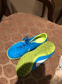 blue-and-green Nike cleats Cambridge, N1T 2J1