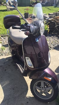 Vespa 150cc motor scooter 2005  LX150 license needed