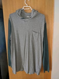 gray crew-neck long-sleeved shirt Sudbury, P3N 1C4