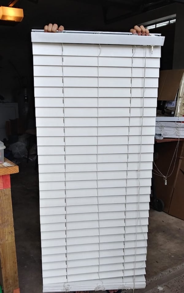 "Fauxwood blinds 22 1/4"" X 70"" a6b08313-3814-4a33-9738-ffb0b04a5907"