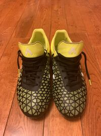 Adidas soccer shoes/ size 7