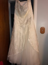 Gorgeous wedding dress paid $1600 size 18W never been altered - corset back so you can tighten as much or as little as you want  Conshohocken, 19428