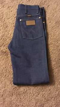 Pants size 28/32 new never wore Seymour, 47274