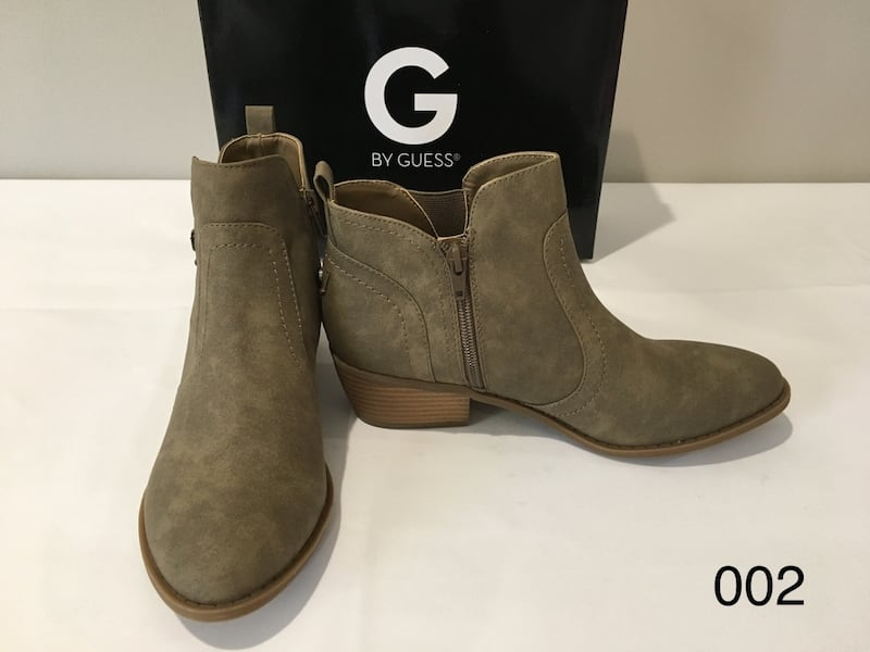 TROYE MEDUIM NATURAL 8M by GUESS 1f1b11eb-f971-436d-90f3-ce49c235072d
