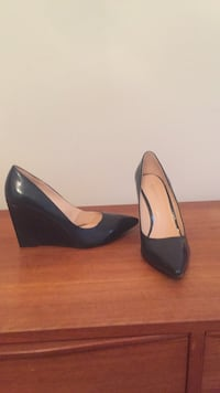 Nine West 8.5 navy wedge heels, patent leather, never worn pick up only Toronto, M6P 3H8