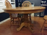 Oak pedestal dining table and 4 chairs Oakville, L6M 4R8