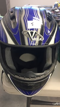 Black and blue full-face helmet Lake Country, V4V 1N8