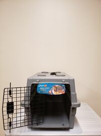 DOG / CAT PET KENNEL - BRAND NEW!!...NEVER USED!! - firm price. Arlington, 22204