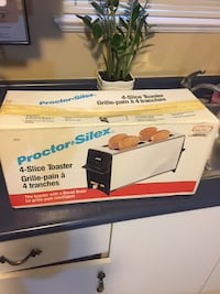 4 slice toaster new in the box Surrey, V3X 1N6