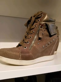 GUESS 7.5 Suede leather Runners/Boots Burnaby, V5A 4A5