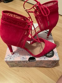 Brand New Limited Edition Alice Through The Looking Glass Stilettos Burnaby, V5C 4S7