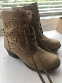Tan Cut Out Boots Size 8.5 Charlotte, 28269