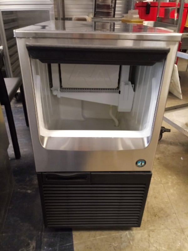 Hoshizaki Ice Maker with Built in Storage Bin 92e67a98-cc91-4140-a179-708bc9acdccf
