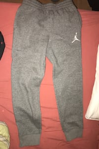Jordan grey sweatpants  Kids ( large)  Never worn Comfy   Mississauga
