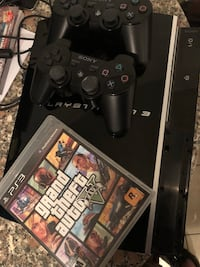 PlayStation 3 Console with 2 controllers and 1 game 518 km