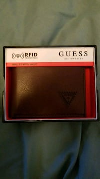 authentic guess wallet brand new . was 45 with tax Richmond, V6Y 2G2
