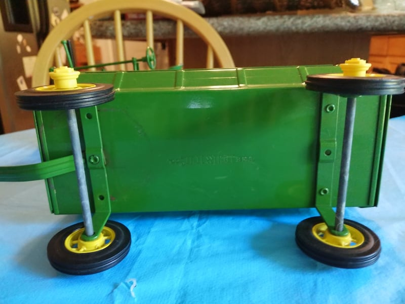 John Deere Toy Tractor with Corn Wagon with Dog. 2b64689e-02b6-415a-b5d5-f74948ee57c5